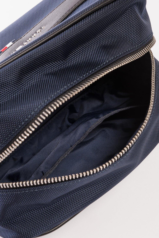 Tommy Hilfiger táska fa941a7b9a